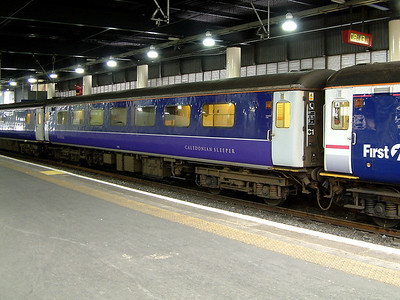1220 stands at London Euston on the 15th July 2006