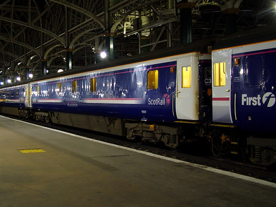 10507 stands at Glasgow Central on the 28th March 2007