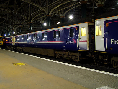 10693 stands at Glasgow Central on the 28th March 2007