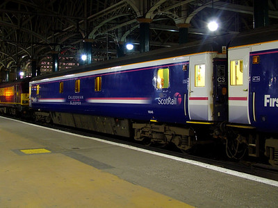 10648 stands at Glasgow Central on the 28th March 2007