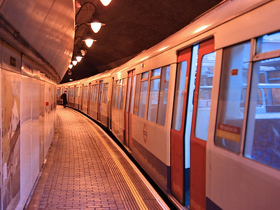 Doors open on 5112 at Wapping on the 18th December 2007