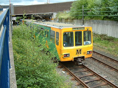4025 brakes for it's call at Heworth on the 19th July 2005
