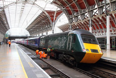 IMG_3063  43188 tnt 43028 on the 1C81 1157 Paddington to Penzance derailed shortly after leaving London Paddington on the 20th August 2017
