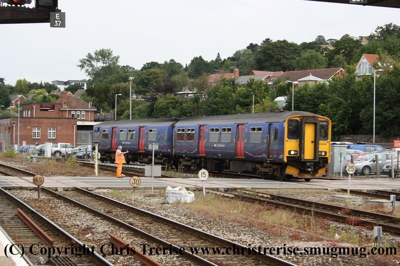 Class 150 2 Car Sprinter DMU number 150 249 approaches Exeter St Davids with an Exmouth train.<br /> 28th July 2011