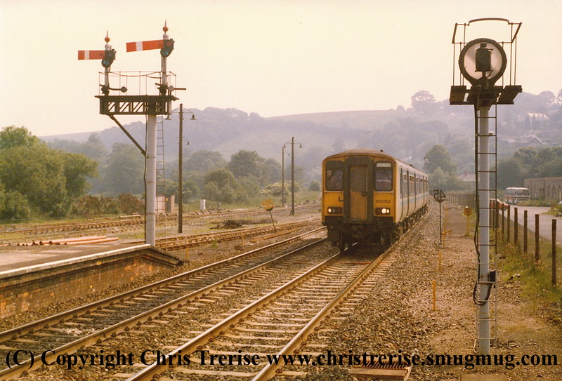 Class 150/2 2 Car DMU number 150 263 approaches Lostwithiel with the 1522 Penzance to London Paddington.<br /> 15th June 1989