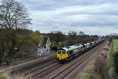 Freightliner 66605 with a loaded coal on the centre track at New Barnetby