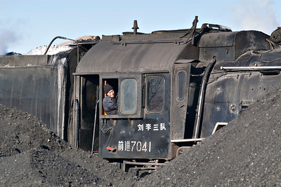 Daban QJ 7041 & Fireman between the coal heaps