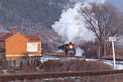 SY # 0477 brings loads up the incline at Sijing at dusk