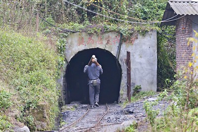 Miner walks to the adit at Qidianzhan 2