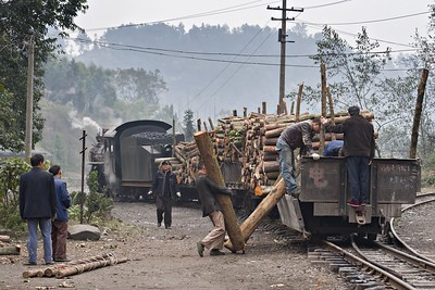 Loading the log train at Mifengyan