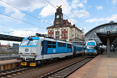 CD Class 151008-0 with friendly driver leaves Prague HBf