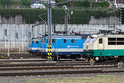 Czech Class 362 and Class 150 front ends at Prague HBf