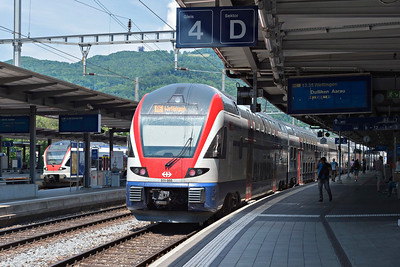 A pair of Stadler bilevel KISS class RABe 511 at Olten