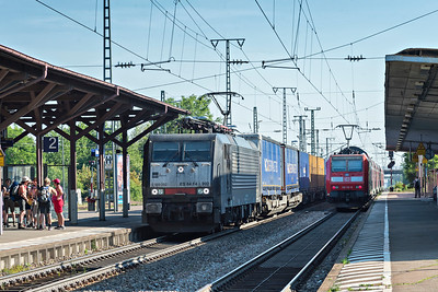 MRC Didpolok rushes south through Mullheim(Baden) with a container train