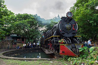 Gently positioning Class YC 4-6-2 No 629 on Bago turntable