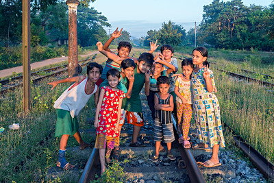 Local kids get their photo at Hnin Pale Station