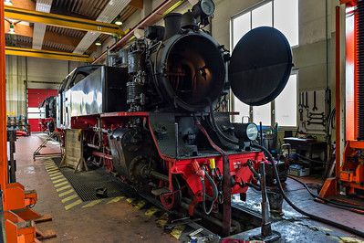 Servicing Class 99 on shed