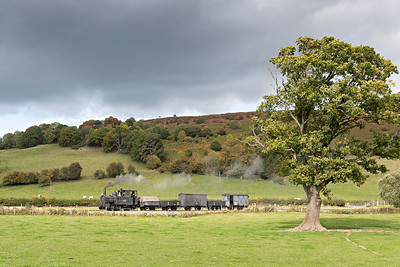 The Earl #822 brings a Llanfair bound freight past Middle Sylfaen