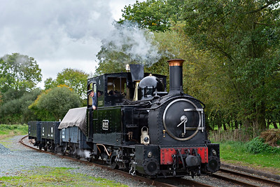 Polished The Earl #822 shunts at Cyfronydd Station