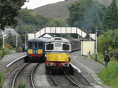 Class 104 DMU and D5310 at Glyndyfrdwy, October 02, 2010 - video
