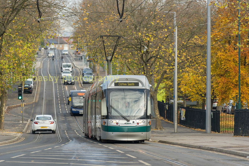 Bombardier Incentros 204 approaches Clifton Centre along Southchurch Drive