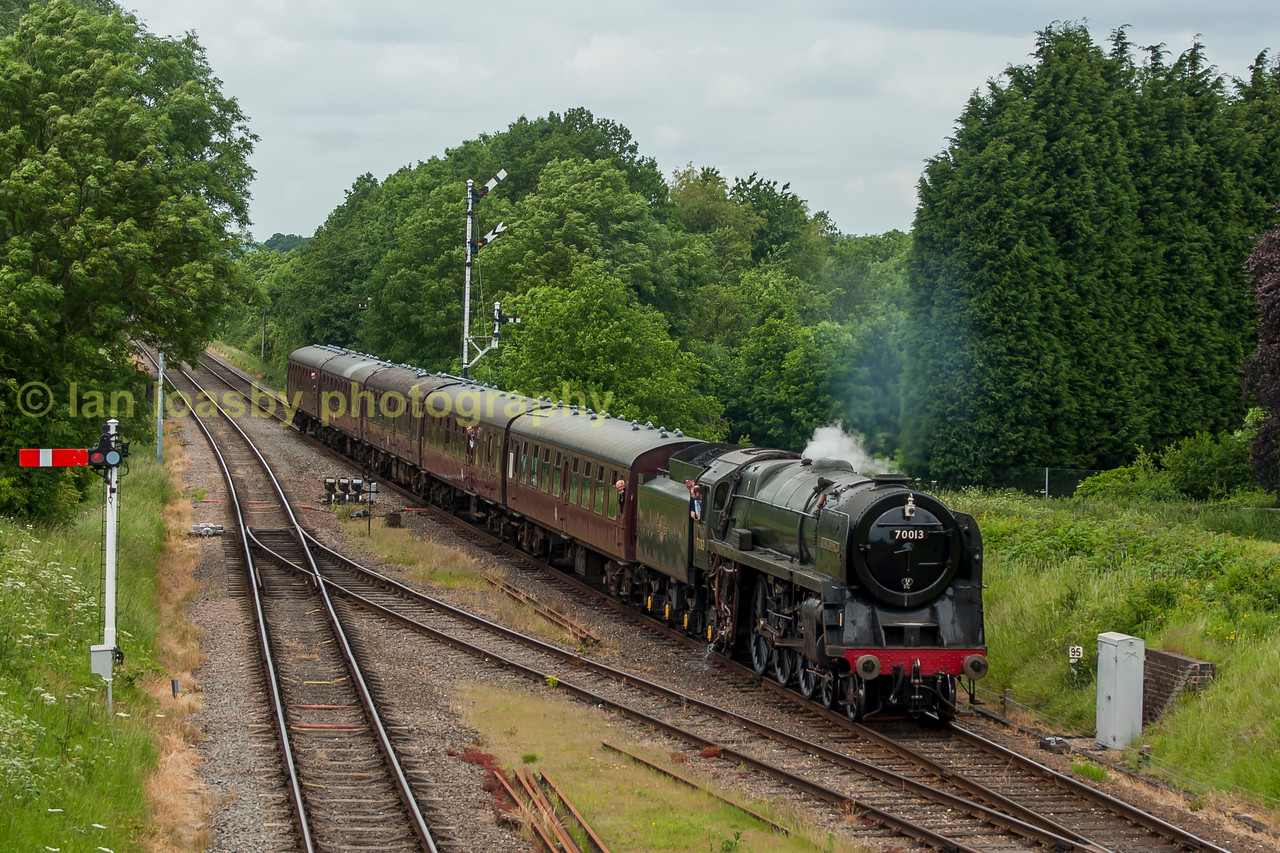 Oliver Cromwell approaches Quorn on the GCR