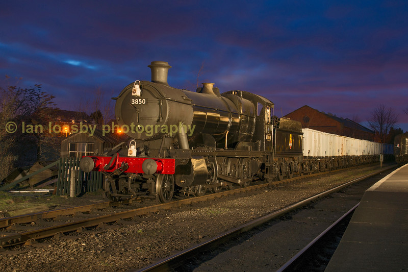 Ex GWR Collett 208-0 heavy freight loco no 3850 with the windcutters , Loughborough central station