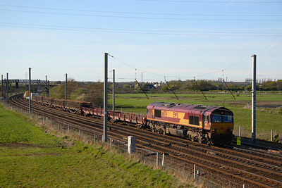 66174 heading south at Winwick with an engineers working ( probably 6K05 Carlisle crewe) 18/04/07