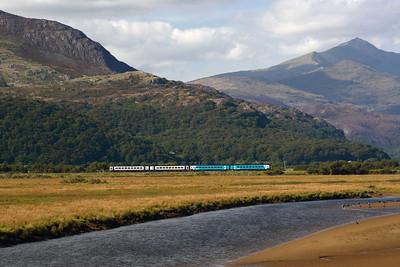 2 class 158s crossing Glaslyn  near Porthmadog 14.56 Machynlleth Pwllheli 29/8/07