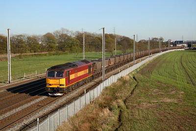 60002 heads North at Winwick with old style MGR hoppers, (Fiddlers ferry Liverpool?) 18/04/07