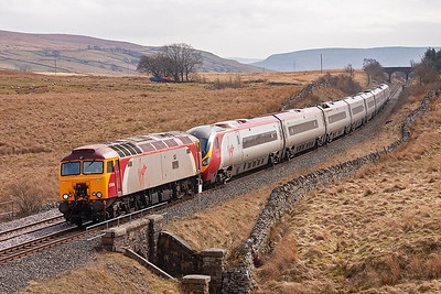 57309 drags 390038 with 1C11 0715 Euston to Carlisle. On arrival at Carlisle, the loco will run round the Pendolino and return south.