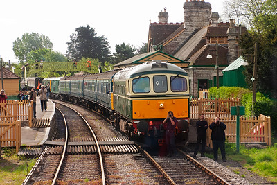 Seen from the cab of D1015 is Swanage resident D6515 with 4VEP unit 3417 on loan from South West Trains. On the back of the EMU is the last of the visiting locos, E6043/73136 and 73208.  Ian McDavid takes a photo and James Cox looks on.