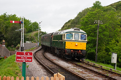 D6515 is back on the full distance trains and enters Corfe Castle's down platform loop with 2S18 1510 Norden to Swanage.