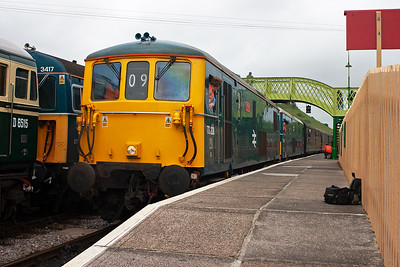 Train 2S09 1230 from Norden is worked by the two ED locos with 73208 leading. They come to a stand beside D6515 on the back of 3417.