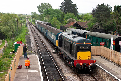The shuttle service returns with D8188 hauling the 4VEP with D6515 on the rear. This is 2N10 1225 off Harmans Cross