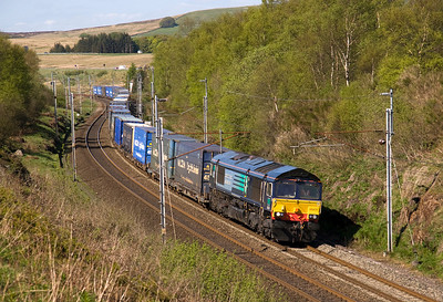 A quick stop at Greenholme sees the late running 4M44 mossend-Daventry in the hands of 66424.  27/04/11