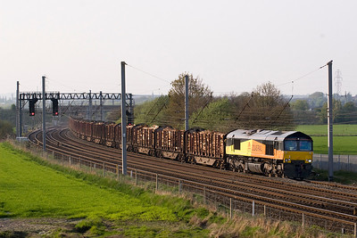 Oh no - Its the logs again at Winwick.   This time it is 66845 in charge of 6J37 Carlisle-Chirk.   with rumours of Colas handing these back to the lease company, this aslo may become history soon 19/4/11