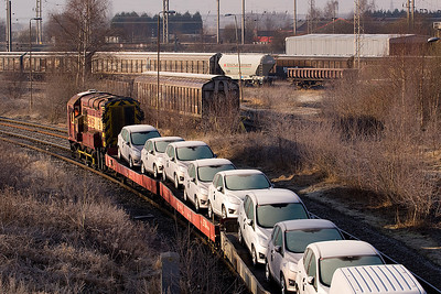 08879 leading cart transporters past Arperly yard  21/01/11