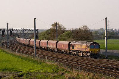 10 minutes after the Logs, 66194 appeared on 6F84 Liverpool Fiddlers Ferry loaded coal 19/4/11