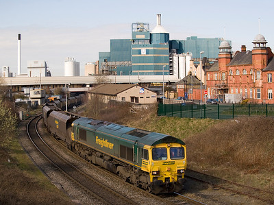 Freightliner 66518 brings 4Z22 empty hoppers from Fiddlers ferry to Crewe under Warrington Bank Quay station.   19/03/11