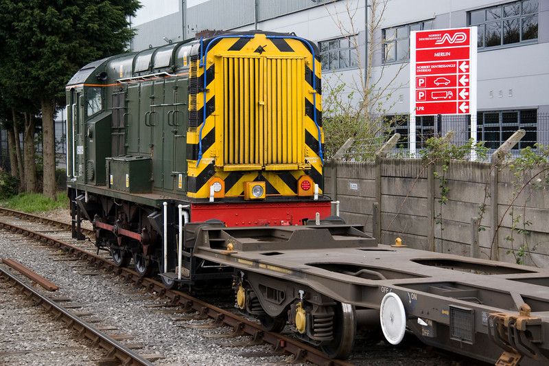 09009 is waiting at Barton Dock Road for the arrival of 4M29 from Felixtowe - 21/04/12