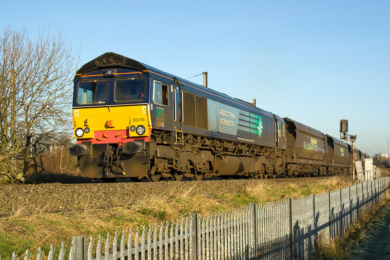 Waiting for the 60 to finish its manouvering was 66416, recently transferred to Freightliner but still in DRS colours.   Seen here heading for Walton with 4C20 Fiddlers Ferry to Calrisle 14/01/12