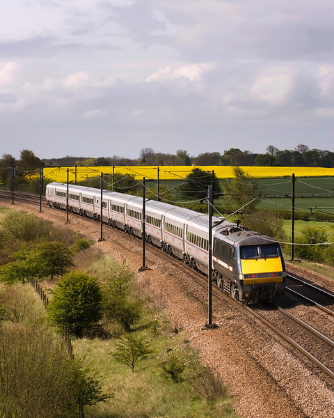 Class 91s seem to be somewhat overlooked by photographers - here 91019 is propelling the 07.30 from Edinburgh towards Kings Cross at Colton Jct 05/05/12