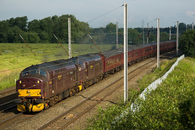 37676 and 37685 pass Winwick with 1Z26 Huddersfiedl- Aberystwyth excursion