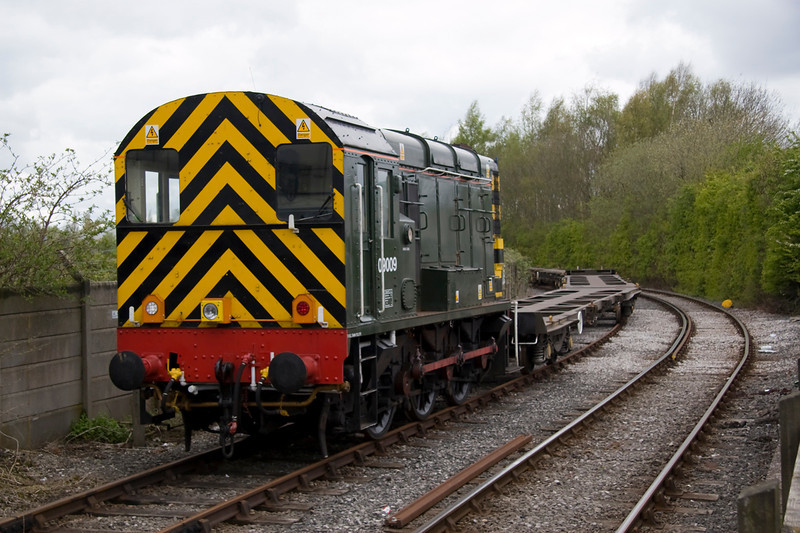09009 is waiting at Barton Dock Road for teh arrival of 4M29 from Felixtowe - 21/04/12