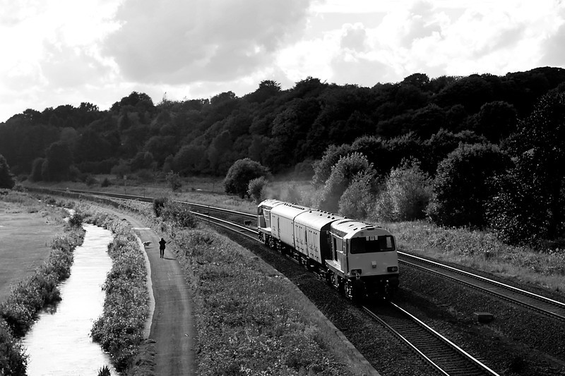 20311 and 20314 head into the sun at Ladybridge with 5Z20 Washwood Heath to Kilmarnock barrier wagon working.   21/08/12