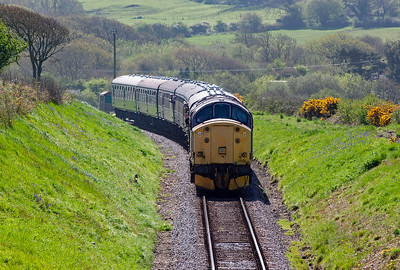 33108 crossed an up train at Harmans Cross with former EWS type 3 37521 leading 2N08 1045 off Swanage to Norden.