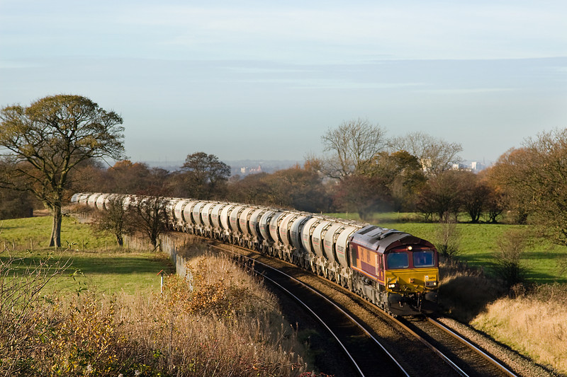 The schedule of 6Z94 Avonmouth - Cliteheroe allows a second shot - here at Hoghton summit east of Preston.   66194 30 November 2013