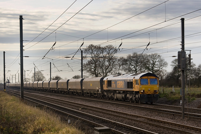 There's a definite wintery feel in the air.  66706 heads past Copmanthorpe on 14 december 2013.  4N99 Ferrybridge to Darlington