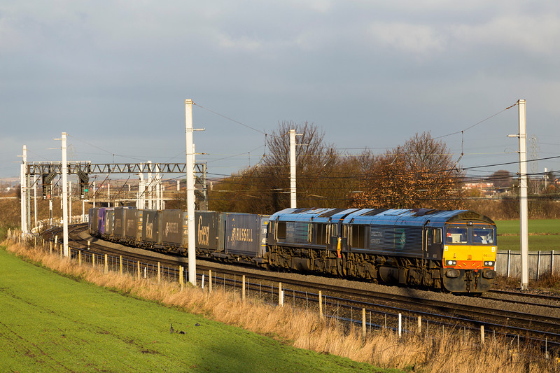 4M34 - Coatbridge Daventry has been double headed recently - this time behind 66303 and 66426.  28/12/14